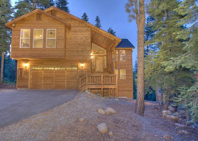 Front Exterior - Ridgeline - Spacious 4 BR with Hot Tub & Peek Lake Views - Walk to trails! - Carnelian Bay - rentals