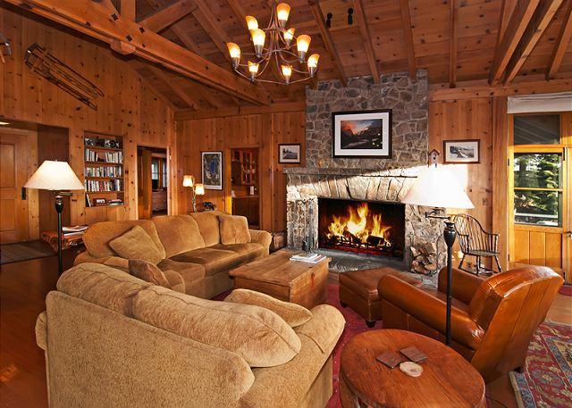 Living Room - Sky Rocks Lakeside Home - Private Beach, Pier, and Buoys. Brockway HOA too! - Kings Beach - rentals