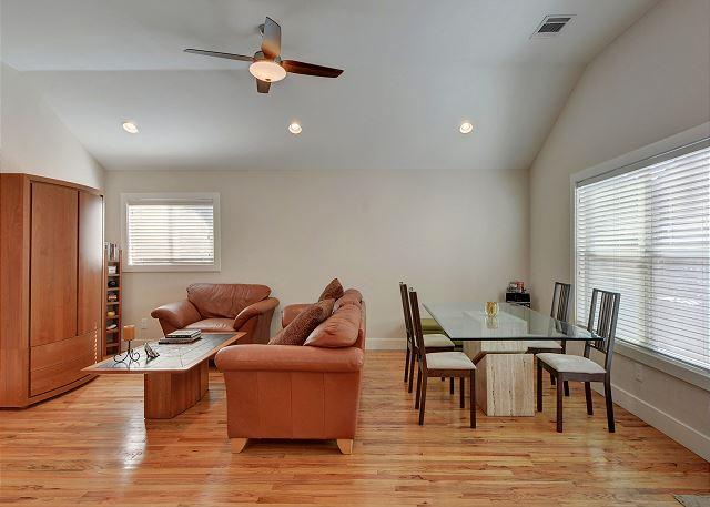 2BR Coach House Minutes to Triangle Market and UT Campus. - Image 1 - Austin - rentals