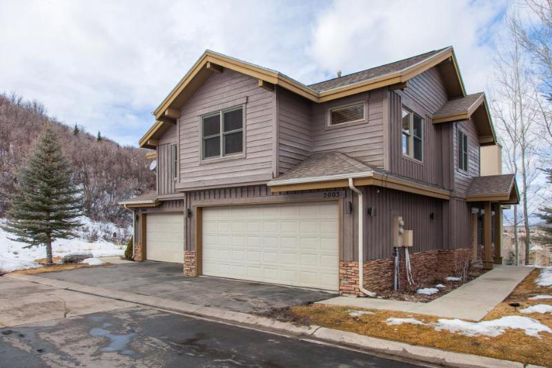 Home for 11 w/private hot tub &  fireplace - Image 1 - Park City - rentals