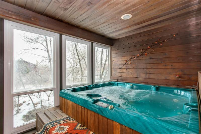 Well-appointed ski-in/out home w/enclosed hot tub & sauna! - Image 1 - Park City - rentals