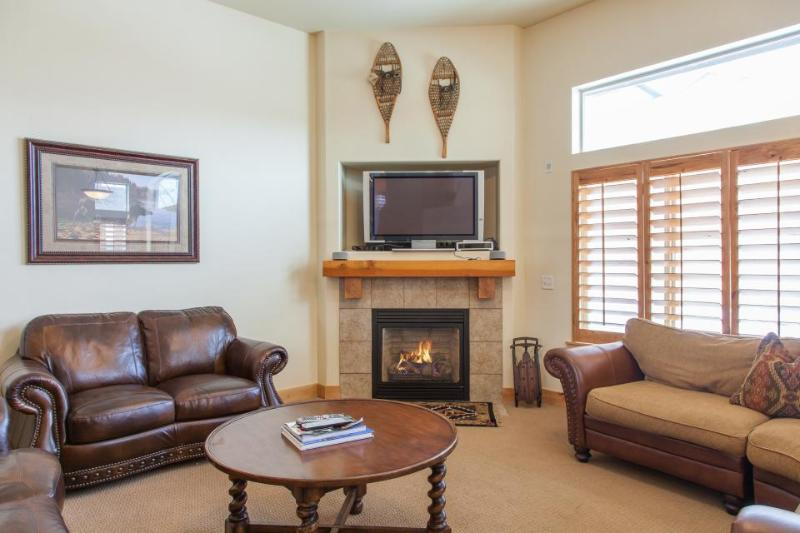 Upscale townhouse w/hot tub, pool & fitness room access! - Image 1 - Park City - rentals