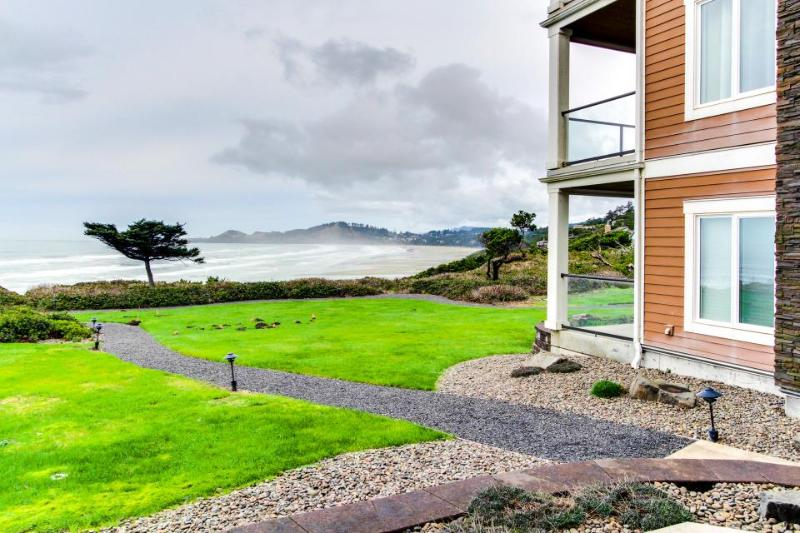 Oceanfront home with amazing views of Yaquina Lighthouse! - Image 1 - Newport - rentals