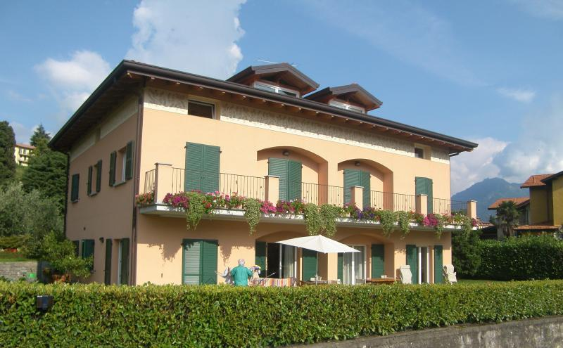 Villa dei Fiori - Luxury apt, Lake view and garden - Image 1 - Bellagio - rentals