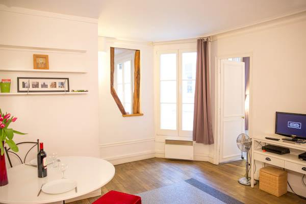 Quartier Montorgueil in Paris 2nd District. Cozy 1 Bedroom in beautiful central location. - Image 1 - Paris - rentals