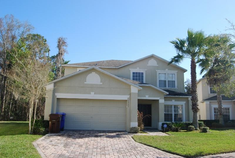 4 Bedroom Pet Friendly Vacation Villa with Conservation View, Pool, Wi-Fi - Image 1 - Orlando - rentals