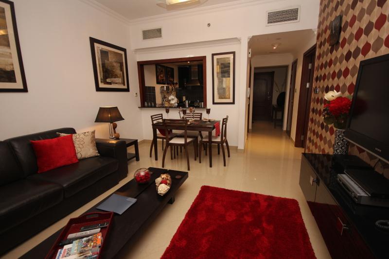 Lounge Area - Gorgeous apartment sleeps upto  4 close to metro - Dubai - rentals