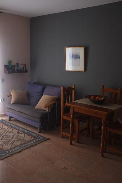 Sofa and table with chairs in living room - Central quiet apartment,wifi - Barcelona - rentals