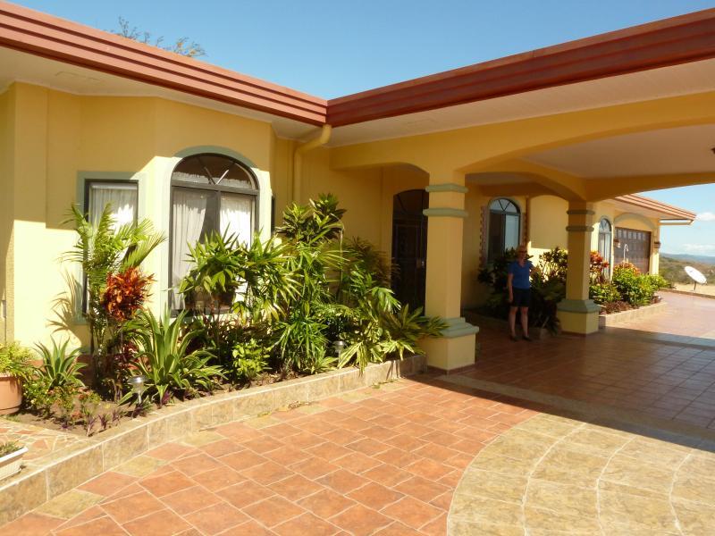 Front Entrance - La Casa Amarilla, a Gorgeous Villa near Boquete - Boquete - rentals
