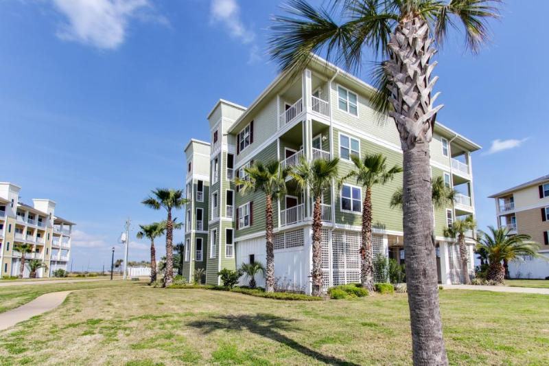Luxurious oceanfront condo w/ shared hot tub & pool, nearby beach access! - Image 1 - Galveston - rentals