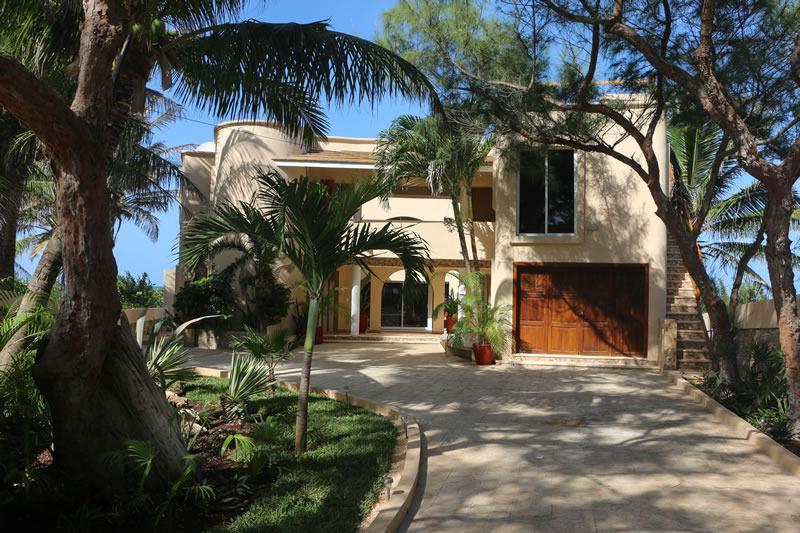 Casa de los Vientos Entrance - Casa de los Vientos-North End Oceanfront Near Town - Isla Mujeres - rentals