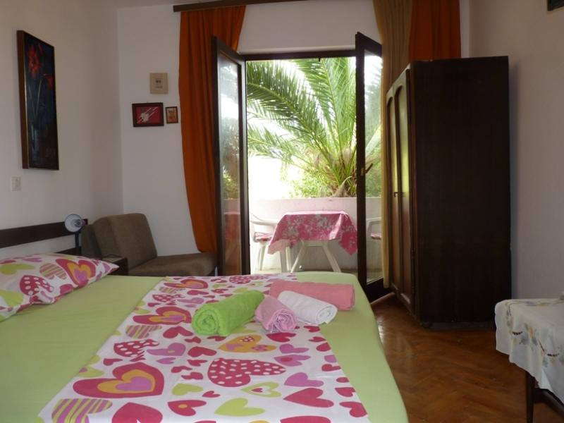 4 - Apartment with sea view balconies, near sea - Image 1 - Jelsa - rentals
