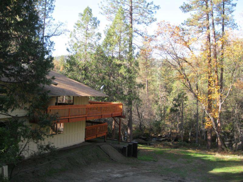 Sierra Springs, creekside retreat, wifi! No fees! - Image 1 - Oakhurst - rentals