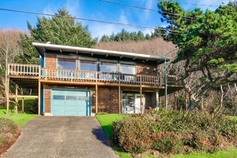 Relaxing home w/ ocean view, tranquil setting, close to beach! - Image 1 - Lincoln City - rentals