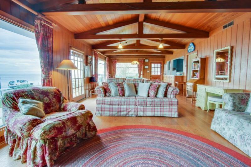 Classic oceanfront beach home with a hot tub & gorgeous views! - Image 1 - Santa Cruz - rentals