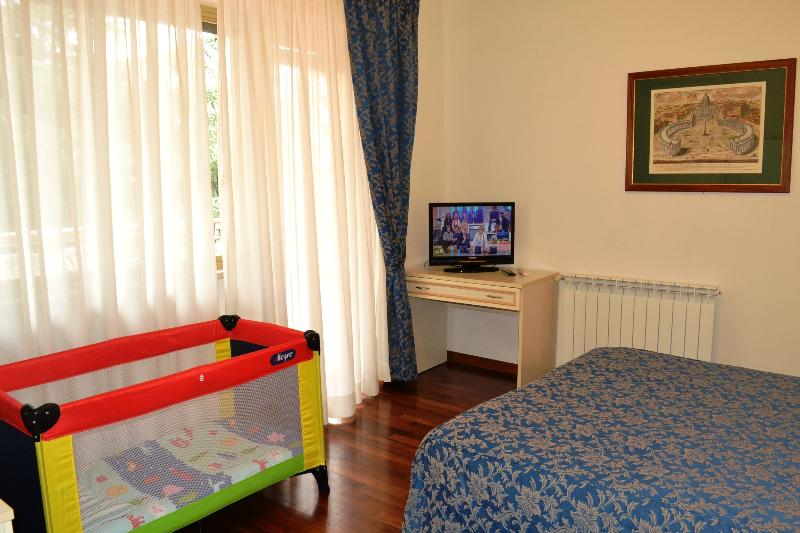 DOUBLE ROOM - VATICAN - TERRACE APART, A/C, HEAT, WIFI, SAT TV - Rome - rentals
