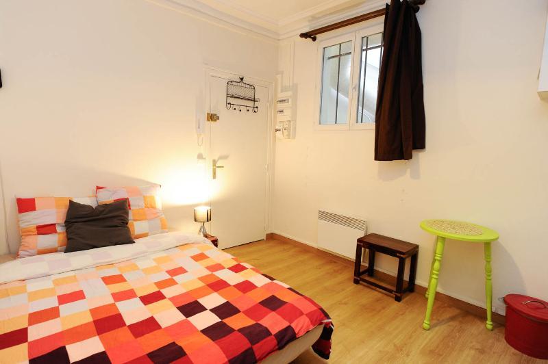 Cheerful Apartment in Montmartre, Paris - Image 1 - Paris - rentals