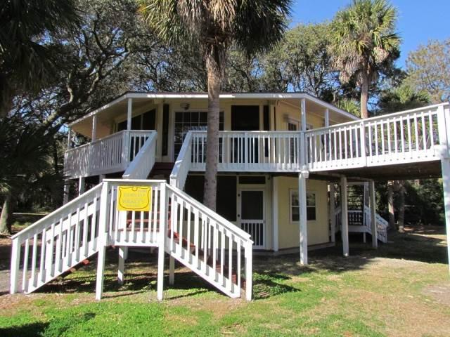 "613 Pompano St - ""Tip Top Tree House"" - Image 1 - Edisto Beach - rentals"