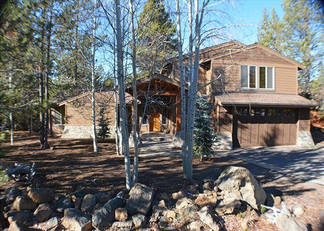 Front Exterior - Relax in this Luxurious 4 Bedroom Home, Foosball, Air Hockey, Hot Tub - Sunriver - rentals