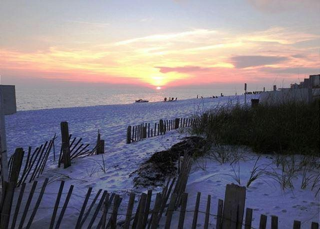 ENJOY THE SUNSETS HERE - PLATINUM RATED RENOVATED CONDO!! STAY WITH US FOR FALL WEEKEND EVENTS! - Destin - rentals