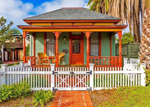 This historic home is just 2.5 blocks from world-famous Windansea Beach and 1 mile to the Village of La Jolla - Historic Beach Cottage - walk to Windansea Beach - La Jolla - rentals
