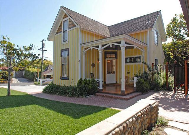 This historic Victorian cottage provides a charming San Diego getaway just a short walk from the beach! - 10% OFF MAY - Historic Victoria Cottage just a short walk to Windansea Beach - La Jolla - rentals