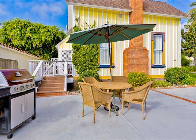 Yellow Cottage - 3 Home Historic Compound  perfect for large groups who want to stay together - La Jolla - rentals