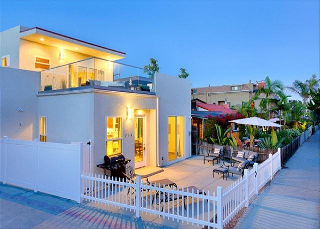 17% OFF JAN - Great Condo, Steps to Beach & Bay w/ Spacious Deck - Image 1 - San Diego - rentals
