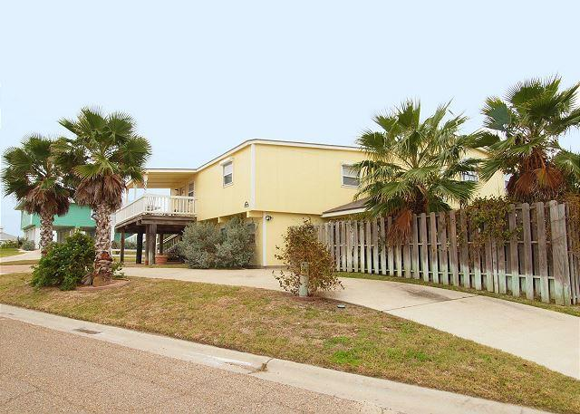 Welcome to Breeze Right Inn - Seabreeze, 2/1, Gulf Views, WIFI, Pet Friendly, Large Deck, Walk to Beach - Port Aransas - rentals