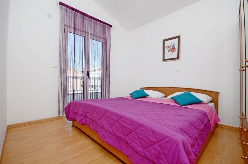 Apartments Grepo Zelenka - 36281-A2 - Image 1 - Makarska - rentals