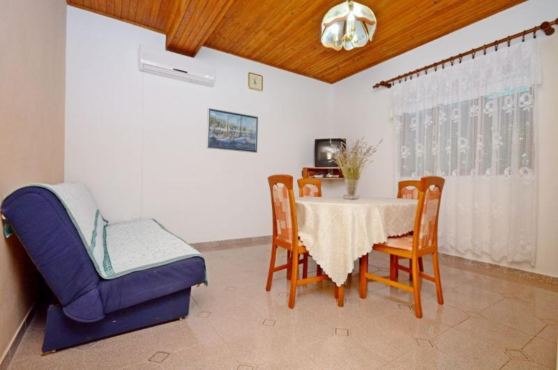 Apartments Marinko - 37171-A2 - Image 1 - Makarska - rentals