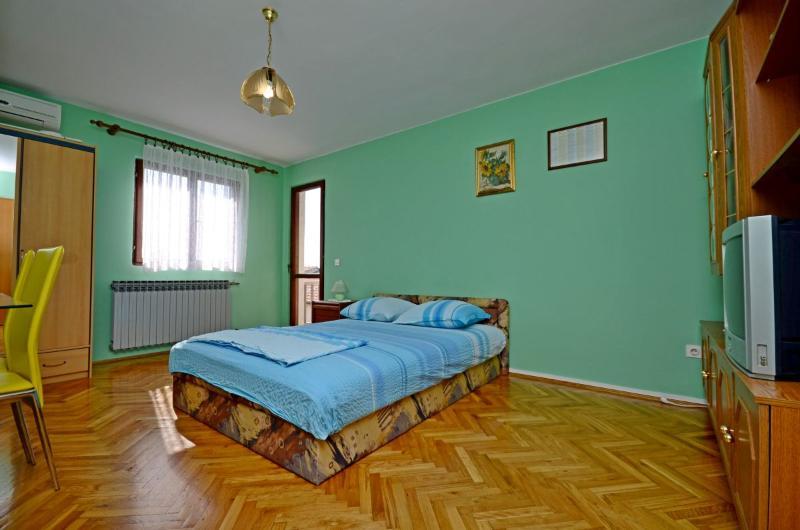 Apartments Marinko - 37171-A3 - Image 1 - Makarska - rentals
