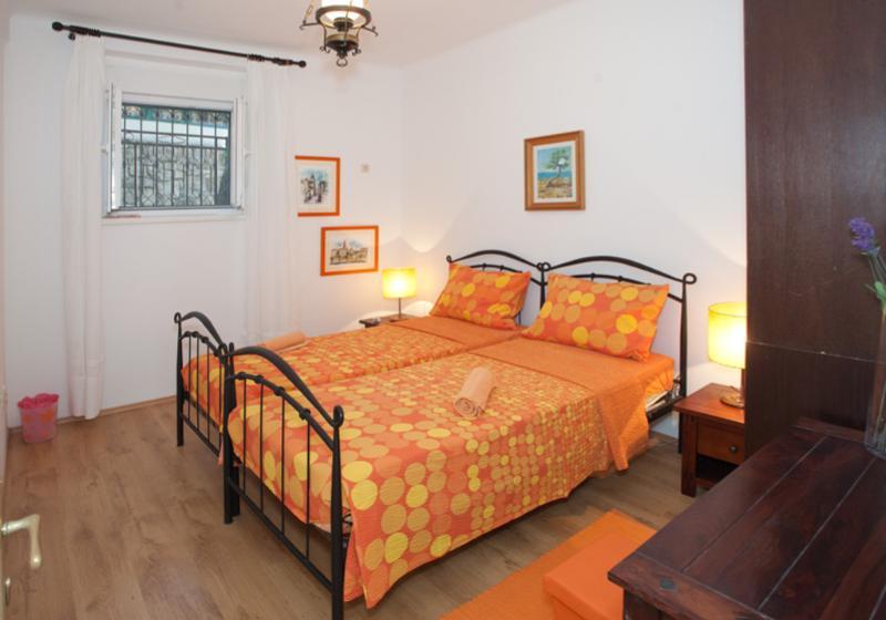 Apartments Zdravko - 41991-A1 - Image 1 - Split - rentals