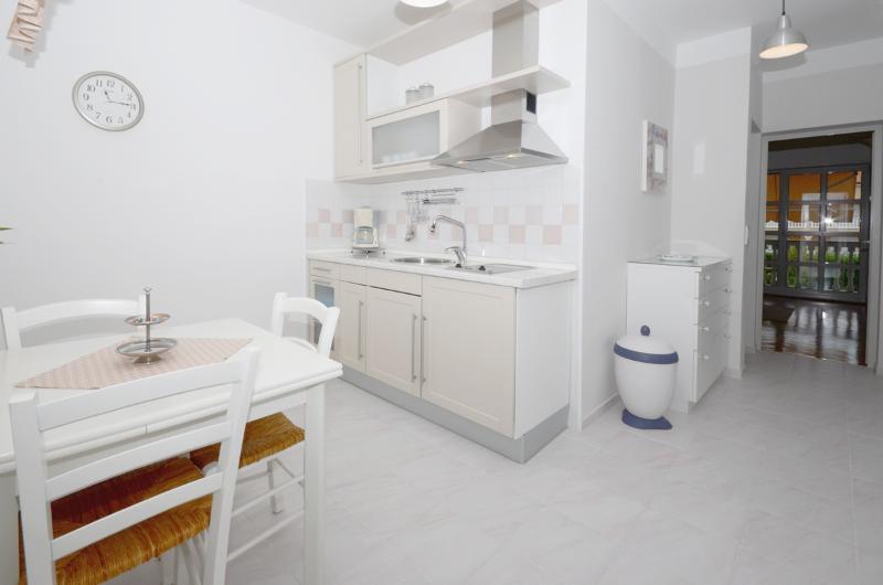 Apartments Siniša - 61571-A3 - Image 1 - Malinska - rentals
