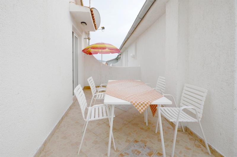 Apartments Damir - 65561-A4 - Image 1 - Banjol - rentals