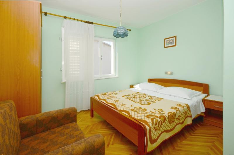 Rooms Marija - 65771-S1 - Image 1 - Banjol - rentals