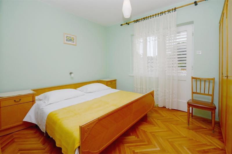 Rooms Marija - 65771-S2 - Image 1 - Banjol - rentals