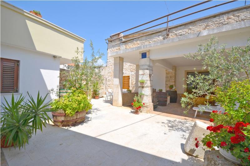 House Marija - 70541-K1 - Image 1 - Fazana - rentals