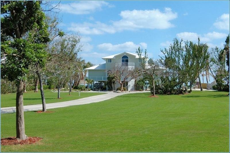 2 private acres for guests to enjoy. - Southern Diversion Islamorada - Islamorada - rentals