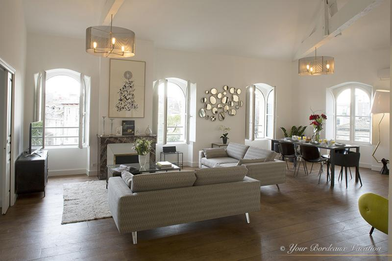 Splendid contemporary three bedroom apartment at t - Image 1 - Bordeaux - rentals