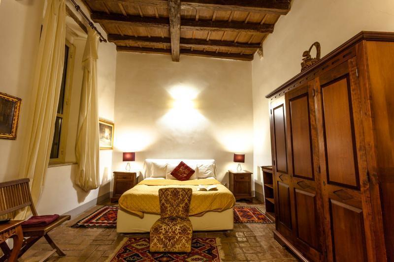 Large bedroom with double bed. The room has free WiFI and Air conditioning. - Suite Navona in the Historical Center of Rome - Rome - rentals
