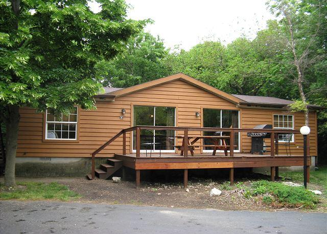 Ten People Can Enjoy this Big Cottage at the Island Club - 3 BR, 2 BA - Image 1 - Put in Bay - rentals