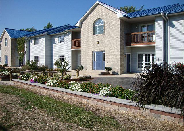2 BR 2 BA Pool View Unit in Updated Put-in-Bay Condo - Great for Families! - Image 1 - Put in Bay - rentals