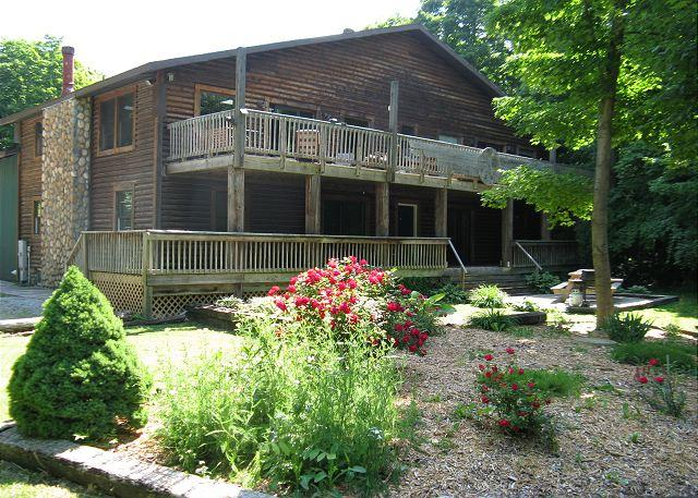 Peace & Quiet Duplex #2 - 2 BR, 1 BA - sleeps 8 - Quiet Peaceful Wooded Area - Image 1 - Put in Bay - rentals