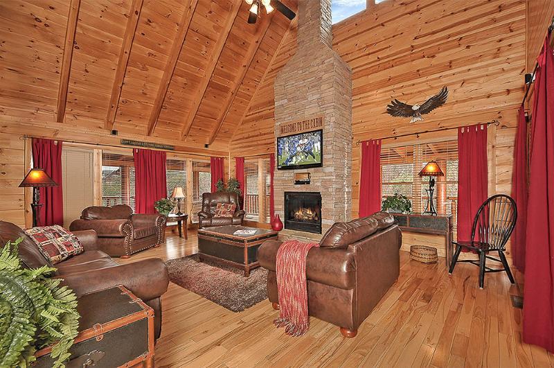 Living Room - Eagles Nest Luxury Pigeon Forge Log Cabin Rental - Pigeon Forge - rentals