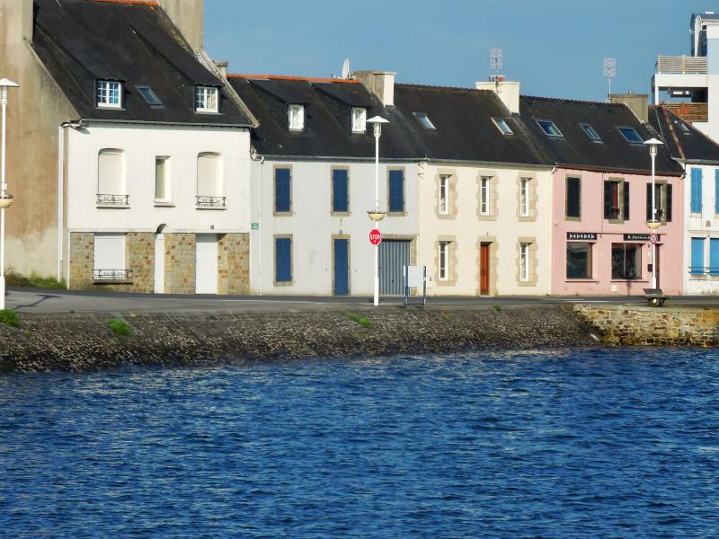 Family home in the heart of Finistère, with an exceptional view of the sea and harbour - Image 1 - Camaret-sur-Mer - rentals