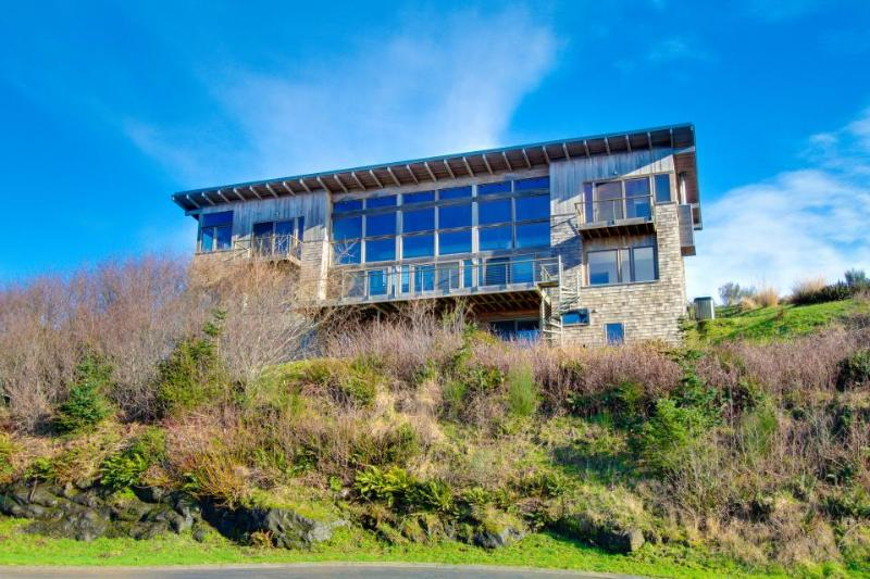 Oceanviews & private sauna in this extremely luxurious home! - Image 1 - Neskowin - rentals