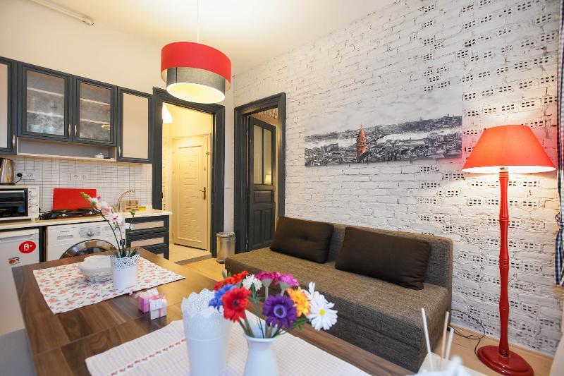 Galata-3Room-2Bath 6pp-1st floor - Image 1 - Istanbul - rentals
