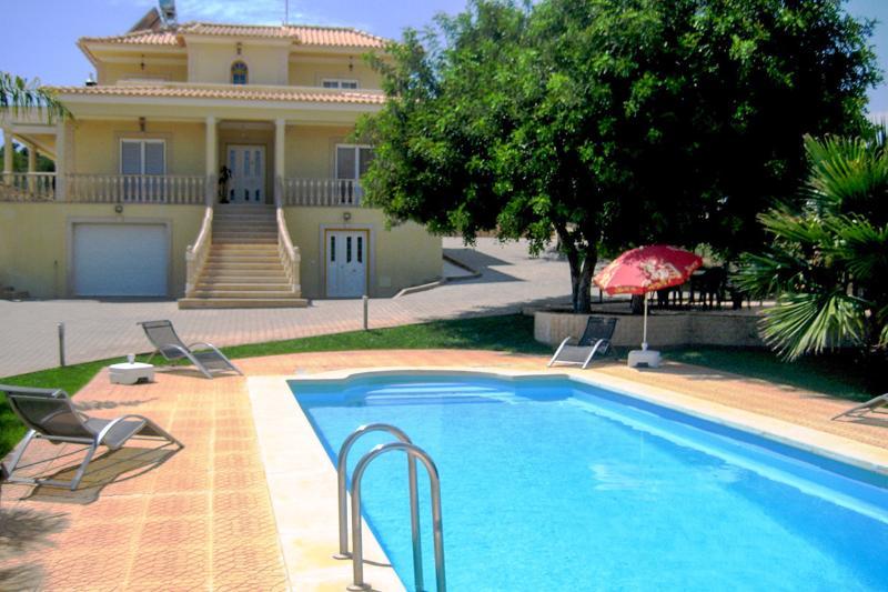 Vivenda Alcanta, 6 Quartos piscina churrasqueira e park privadas, Pêra, Silves - Image 1 - Alcantarilha - rentals