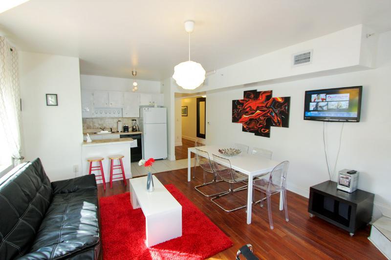 All Nov $900/wk:Center of South Beach,5min walk to beach - Image 1 - Miami Beach - rentals